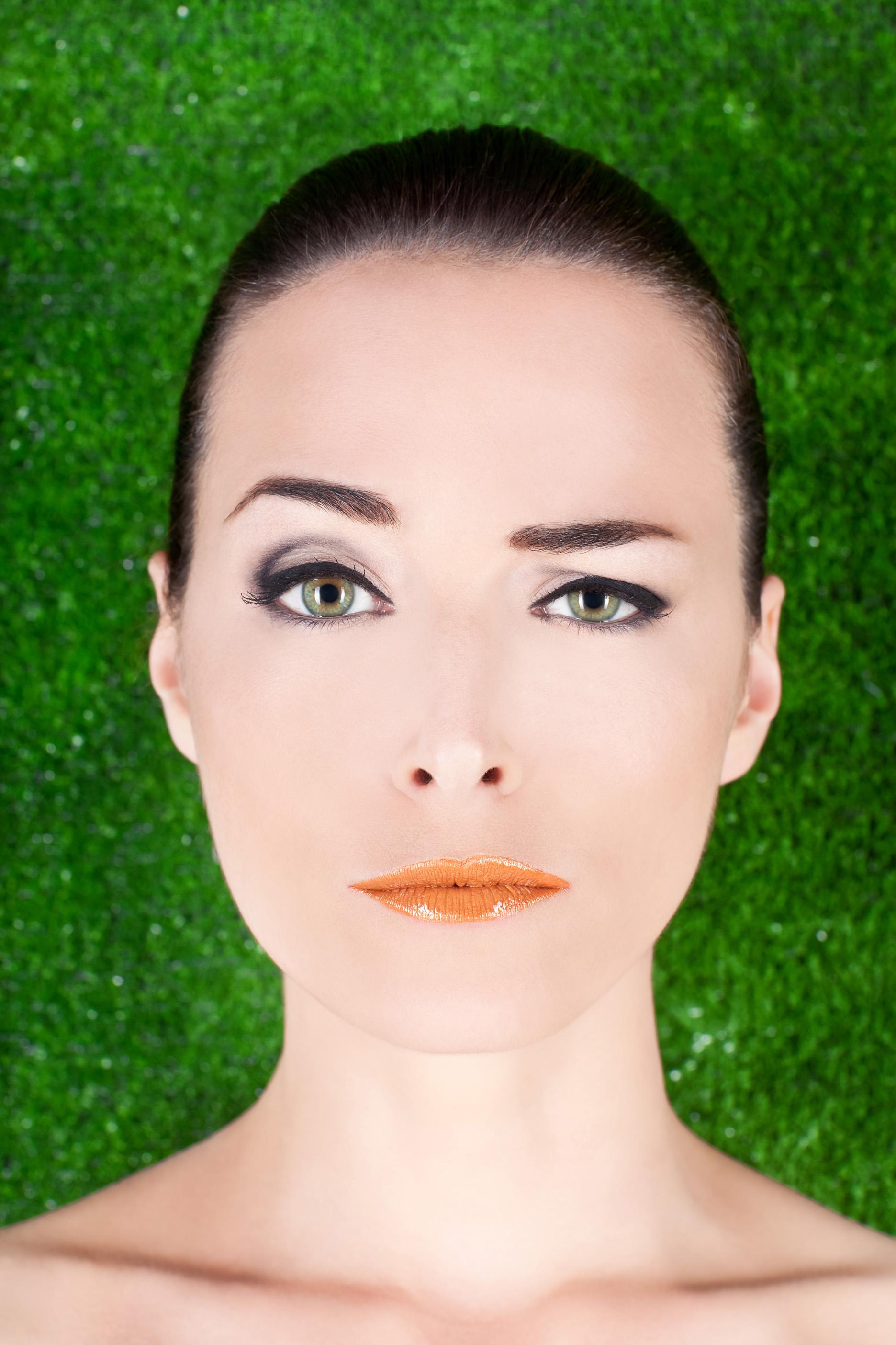 Чем приподнять брови при макияже